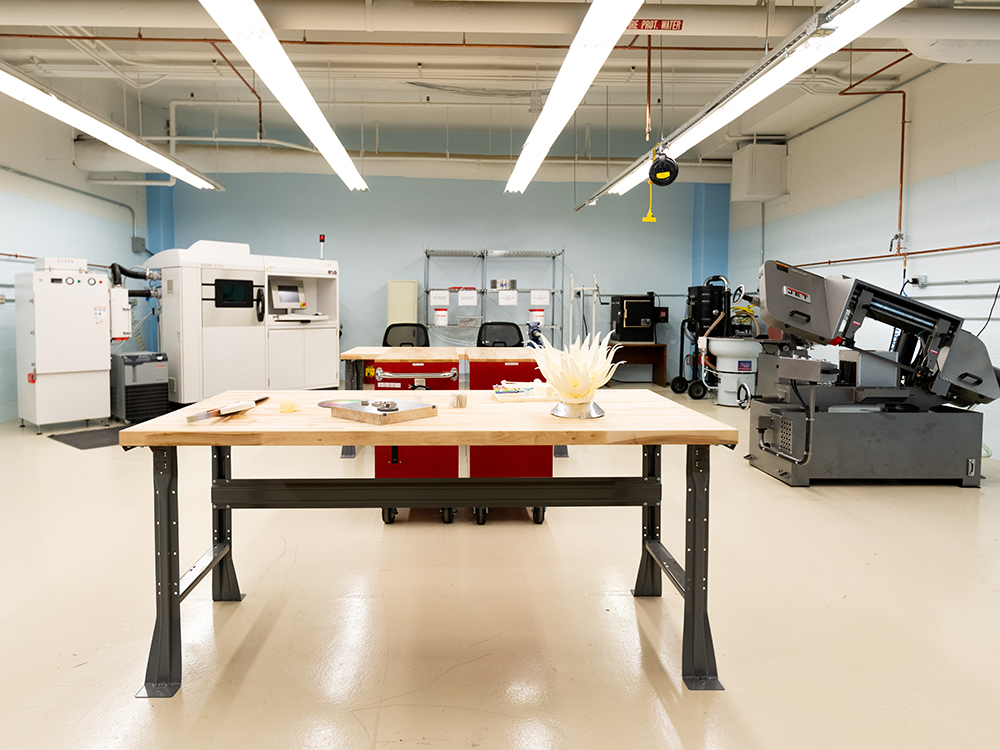 machines in new additive manufacturing center